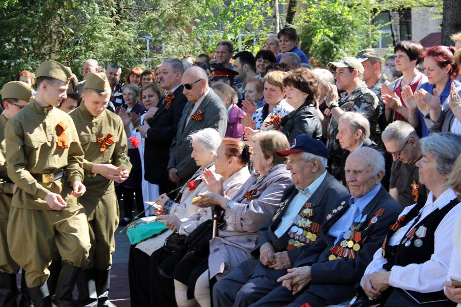 Поздравление ветеранов завода «Авангард»
